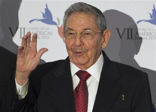 Photo of Obama, Castro Shake Hands as U.S., Cuba Seek Better Ties