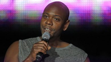 Photo of Dave Chappelle Gets Hit with Banana Peel During Show; Man Arrested