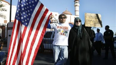 Photo of Hundreds Gather in Arizona for Armed Anti-Muslim Protest