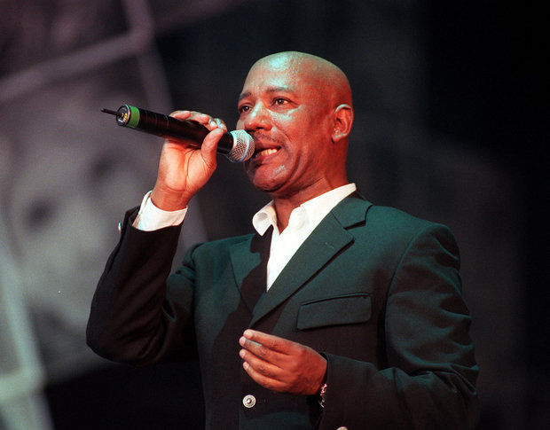 In this June, 24, 1999 file photo, Errol Brown, frontman of the band Hot Chocolate performs. (Sean Dempsey/AP Photo)
