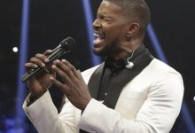 Photo of Jamie Foxx Blames Earpiece for 'Off' National Anthem at Mayweather v Pacquiao