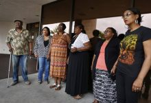 Photo of 5 B.B. King Children Visit Body a Day Before Public Viewing