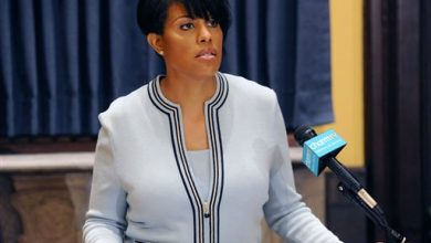 Photo of Baltimore Mayor Wins Praise for Seeking Federal Police Probe