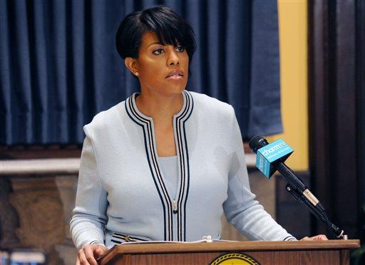 Photo of Baltimore Mayor Wins Praise for Seeking Federal Police Probe
