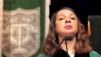 Photo of Maya Rudolph Channels Beyonce for Tulane Grads