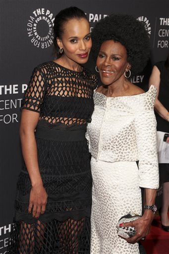 Kerry Washington, left, and Cicely Tyson, attend the The Paley Center Tribute to African-American Achievements in Television at Cipriani Wall Street on Wednesday, May 13, 2015, in New York. (Photo by Andy Kropa/Invision/AP)