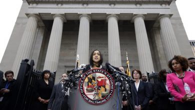Photo of Prosecutor Charges 6 Baltimore Officers in Gray's Death