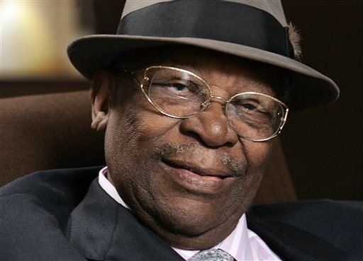 In this Aug. 27, 2008  file photo, blues legend B.B. King poses during an interview in Los Angeles. The body of blues legend B.B. King  will be flown on Wednesday, May 20, 2015, to Memphis, Tennessee, the place where a young King won the nickname Beale Street Blues Boy, then will return to the Mississippi Delta where his life and career began. King, whose scorching guitar licks and heartfelt vocals made him the idol of generations of musicians and fans while earning him the nickname King of the Blues, died Thursday, May 14, at home in Las Vegas. He was 89. (AP Photo/Reed Saxon, File)