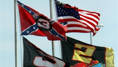 Photo of NASCAR Distances Itself from Confederate Flag After Massacre