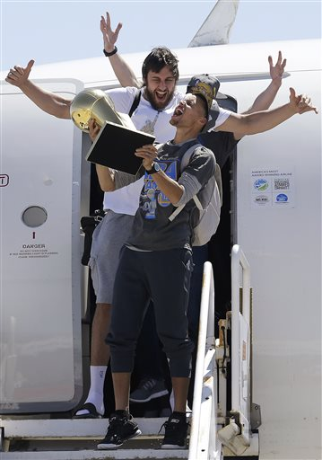 Photo of Warriors Return to Bay Area as NBA Champions