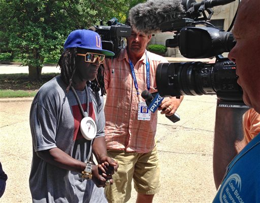 Rapper and entertainer Flavor Flav leaves a Nassau County courthouse, Tuesday, June, 23, 2015, in Mineola, N.Y. Flav's arrest last month in Las Vegas on allegations he was speeding and driving under the influence has delayed an expected settlement in a New York case on similar charges. He has pleaded not guilty to a felony charge of driving with a suspended license. (AP Photo/Frank Eltman)