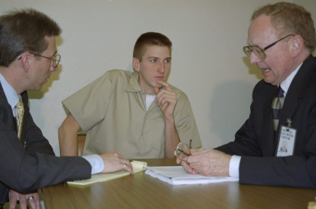 Oklahoma City bombing suspect Timothy McVeigh, center, confers with attorneys Stephen Jones, right, and Robert Nigh in this June 22, 1995 file photo, at the federal prison in El Reno, Oklahoma. As the clock ticked toward Timothy McVeigh's execution, FBI agents wanted to resolve questions about McVeigh's whereabouts on certain dates that were left unanswered by his public statements and the evidence, officials told The Associated Press. (AP Photo/Kathy Roberts, File)