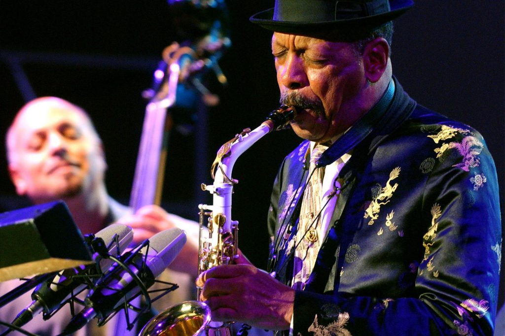 """In this Monday, Oct. 23, 2006, file photo, jazz musician Ornette Coleman, front, performs with his quartet on the closing evening of the Skopje Jazz Festival, in Skopje, Macedonia. Coleman, the visionary saxophonist who pioneered """"free jazz"""" and won a Pulitzer Prize in 2007,  died, on Thursday, June 11, 2015 in New York. He was 85. (AP Photo/Boris Grdanoski, File)"""