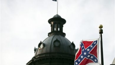 Photo of In South Carolina, a Bizarre Dismount for the Confederate Flag