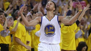 Photo of Stephen Curry Overtakes LeBron James for NBA's Top Jersey