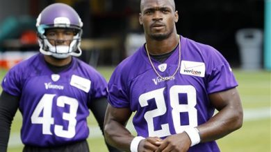 Photo of Adrian Peterson Back in Pads and Moving Forward with Vikings