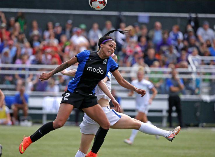 Sydney Leroux (Elaine Thompson/AP Photo)