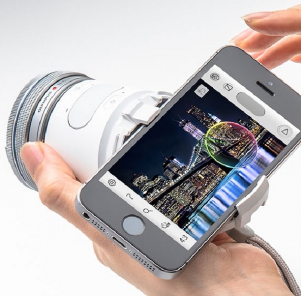 The Olympus Air 01 attaches to smartphones and tablets to allow users to take better pictures using their devices. The Air 01 is compatible with both iOS and Android devices. (Courtesy of Olympus)