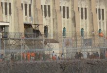 Photo of Prison Inmates Used to Build Trump's Wall 'Modern-Day Slave Labor,' Says ACLU