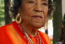Photo of Civil Rights Activist Amelia Boynton Robinson Dies at 104