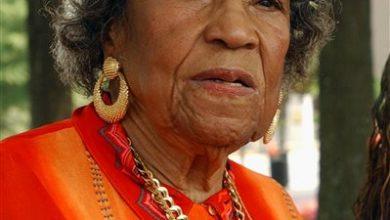 Photo of Civil Rights Activist Amelia Boynton Robinson Dies at 104