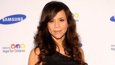Photo of Rosie Perez Quits 'The View' Over Apology to Reaction to Kelly Osbourne's Racist Latino Remark