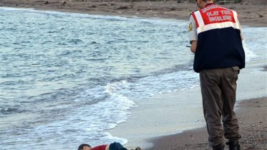 Photo of Image of Dead Child on Beach Haunts and Frustrates the World