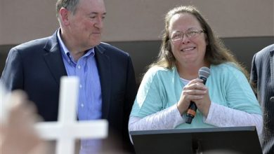 Photo of Kim Davis is No Rosa Parks, Critics Say