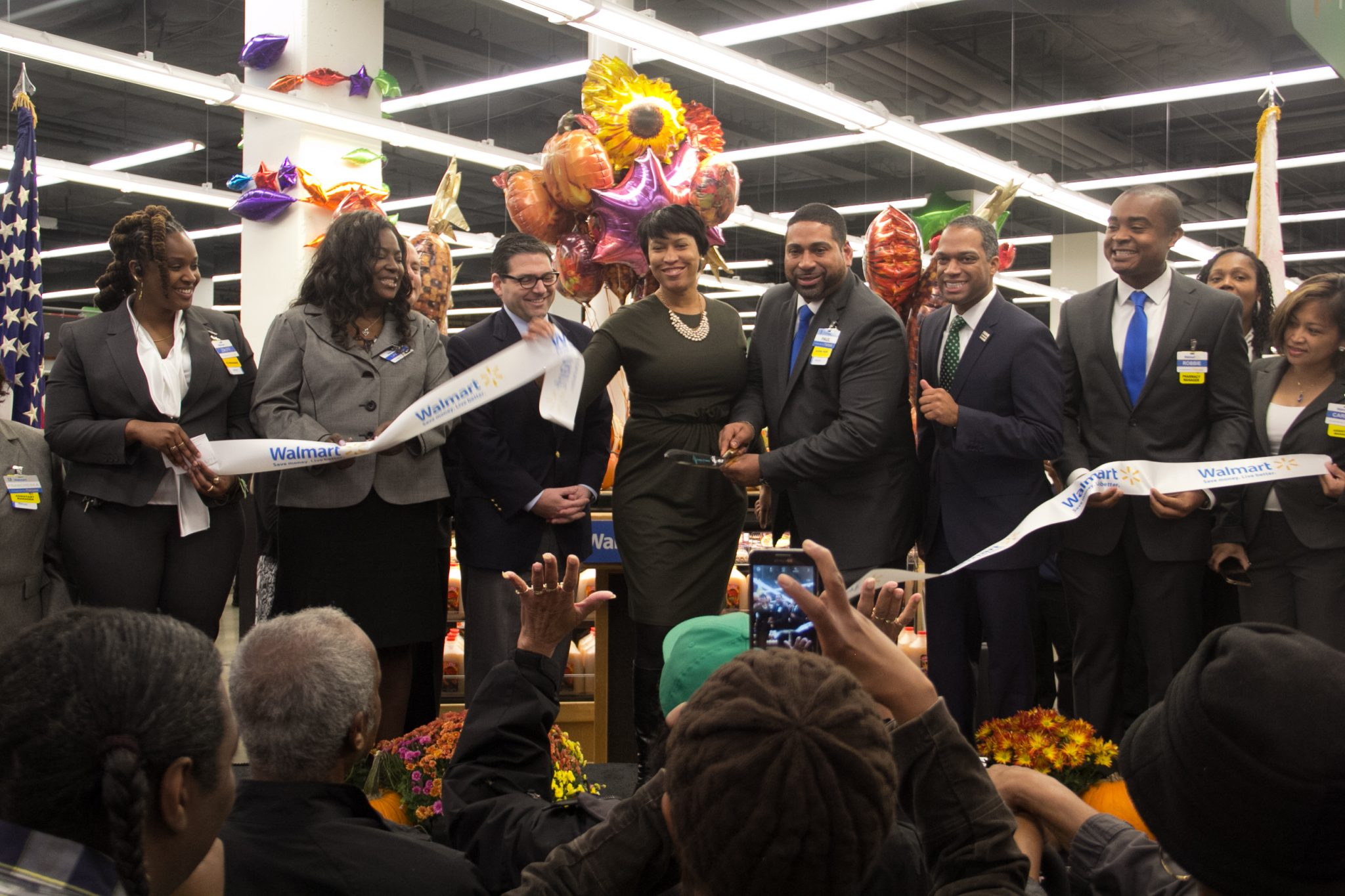 Photo of Walmart Opens in Fort Totten Community