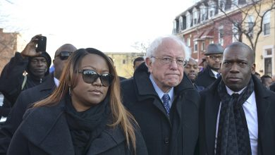 Photo of Presidential Candidate Bernie Sanders Meets with Black Pastors