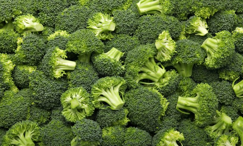 Fresh cut broccoli that makes a pattern /Photo iStock