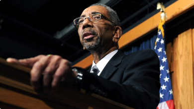 Photo of Black Caucus Member Dramatically Apologizes for Clinton Crime Bill Vote