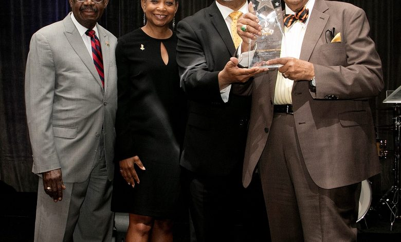Denise Rolark Barnes, NNPA chair and Washington Informer publisher, along with Benjamin Chavis, NNPA president and CEO, present a trailblazer award to Rep. Charles Rangel (D-NY), right. / Photo by Shevry Lassiter