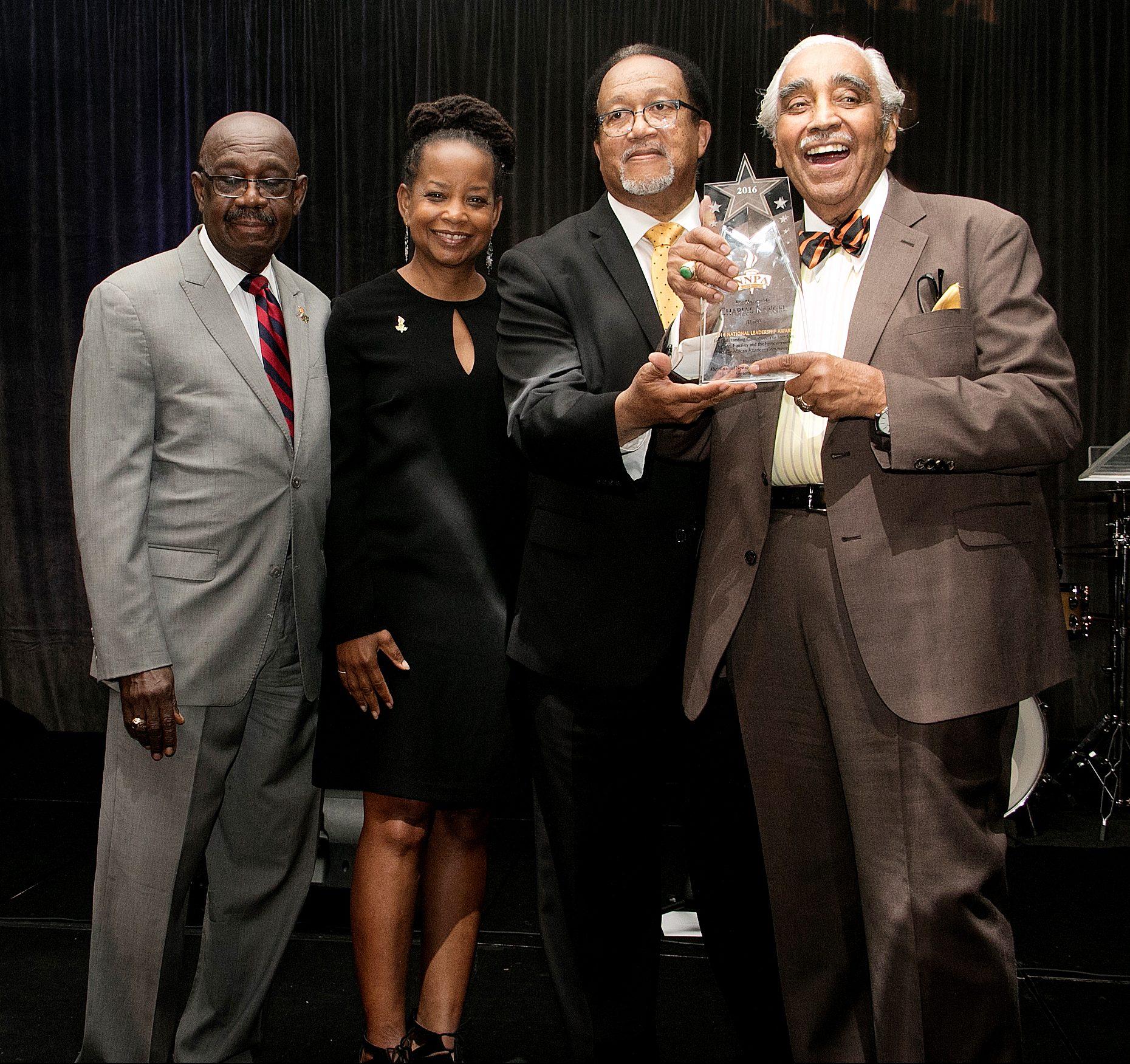 Denise Rolark Barnes, NNPA chair and Washington Informer publisher, along with Benjamin Chavis, NNPA president and CEO, present a trailblazer award to Rep. Charles Rangel (D-NY), right. / Photo by Shevry Lassiter