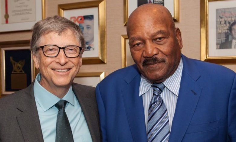 President-elect Donald Trump posted a photo on Facebook of tech magnate Bill Gates and football legend Jim Brown at Trump Tower in New York.