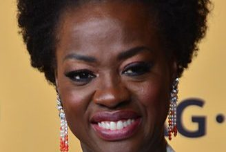 Photo of Viola Davis Cast as Michelle Obama in New Series