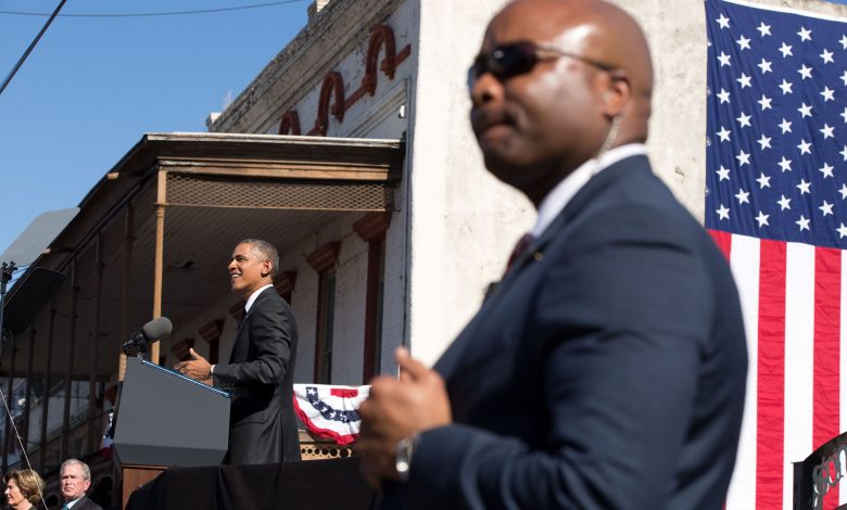 **FILE** A Secret Service officer stands post as President Obama speaks. (Pete Souza/The White House)