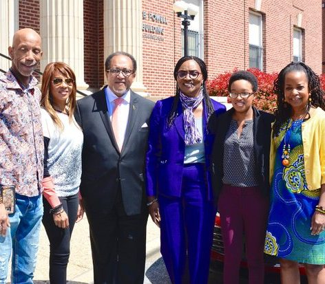 NNPA Chair Denise Rolark Barnes (Far right) called for a group photo with (Left to Right) Editor of The Washington Informer Kevin McNeir, lyricist MC Lyte, Dr Benjamin Chavis, Jr, Howard University Dean Gracie Lawson Borders, fellow student Victoria Jones, Friday, April 15.