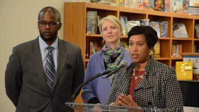 Photo of D.C. EDUCATION BRIEFS: Chancellor Visits Deal Middle School