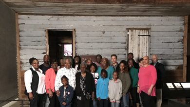Photo of 'Slave Cabin' Inhabitants Visit African-American Museum for First Time