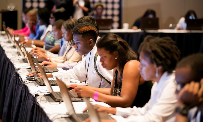 Young job seekers surf the net. (Courtesy of Business Wire)