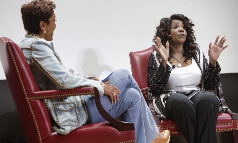 Singer Gloria Gaynor (right) is interviewed by Robin Roberts during a May 6 event honoring Gaynor at the Library of Congress in D.C. (Shawn Miller/Library of Congress)