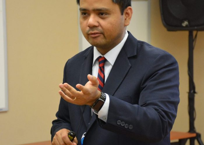 """Dr. Jose Mari Parungao of the United Medical Center leads a breakout session on maintaining a healthy colon during the Sibley Oncology Clinic at United Medical Center's """"Cancer Awareness Day"""" in southeast D.C. on May 20, 2017. (Roy Lewis/The Washington Informer)"""