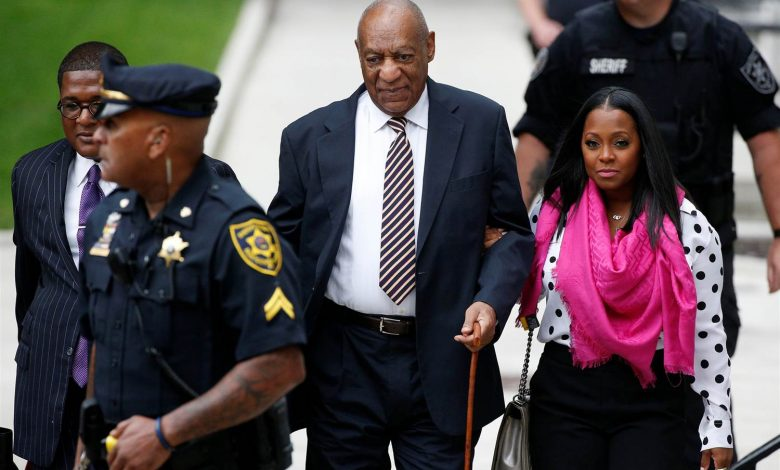Actor Bill Cosby (center), accompanied by actress Keshia Knight Pulliam (right), arrives at the Montgomery County Courthouse on June 5, 2017, in Norristown, Pennsylvania, for the first day of his sexual assault trial. (Pool photo)