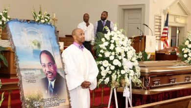 Photo of D.C. Bids Farewell to a Giant