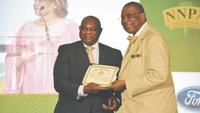 National Newspaper Publishers Foundation Chair Al McFarlane presents the Best Column award to Askia Muhammad at the 2017 Merit Awards during the National Newspaper Publishers Association's annual convention at the Gaylord National Resort and Convention Center in Oxon Hill, Maryland, on June 22. (Roy Lewis/The Washington Informer)