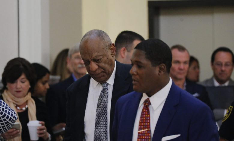 Actor and comedian Bill Cosby (center) walks to the courtroom during the fifth day of deliberations in Bill Cosby's sexual assault trial at the Montgomery County Courthouse in Norristown, Pennsylvania, on June 16, 2017. (Lucas Jackson/Reuters, Pool)