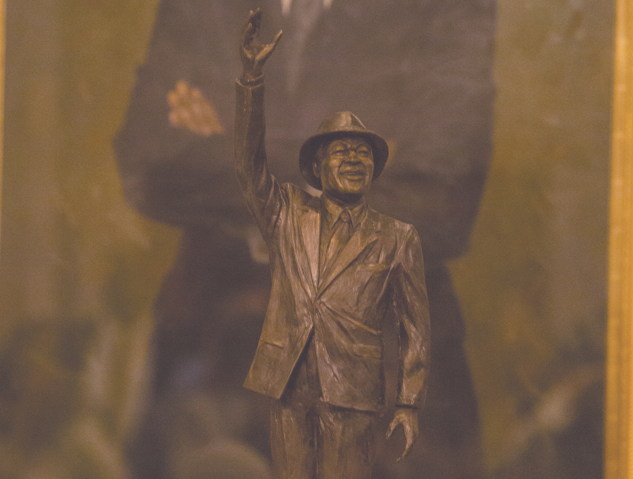 Photo of EDITORIAL: Barry in Bronze — A Fitting Reminder of His Love for Everyday People