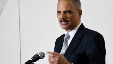 Photo of Former AG Holder, Wife Honored for Work in Teen Pregnancy Prevention