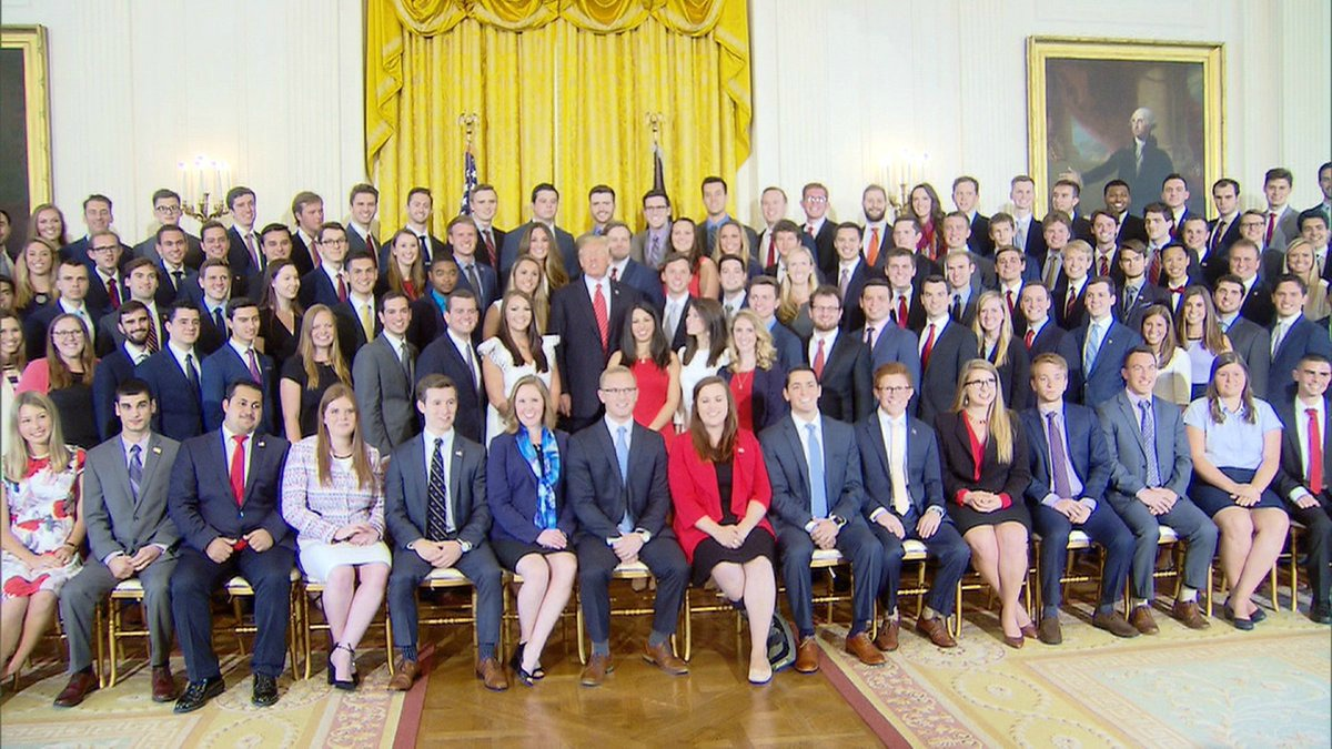 Photo of White House Interns Overwhelmingly White and Male: Photo